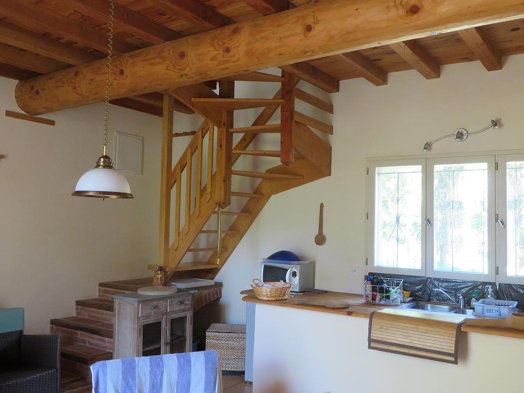 La cuisine & l'escalier