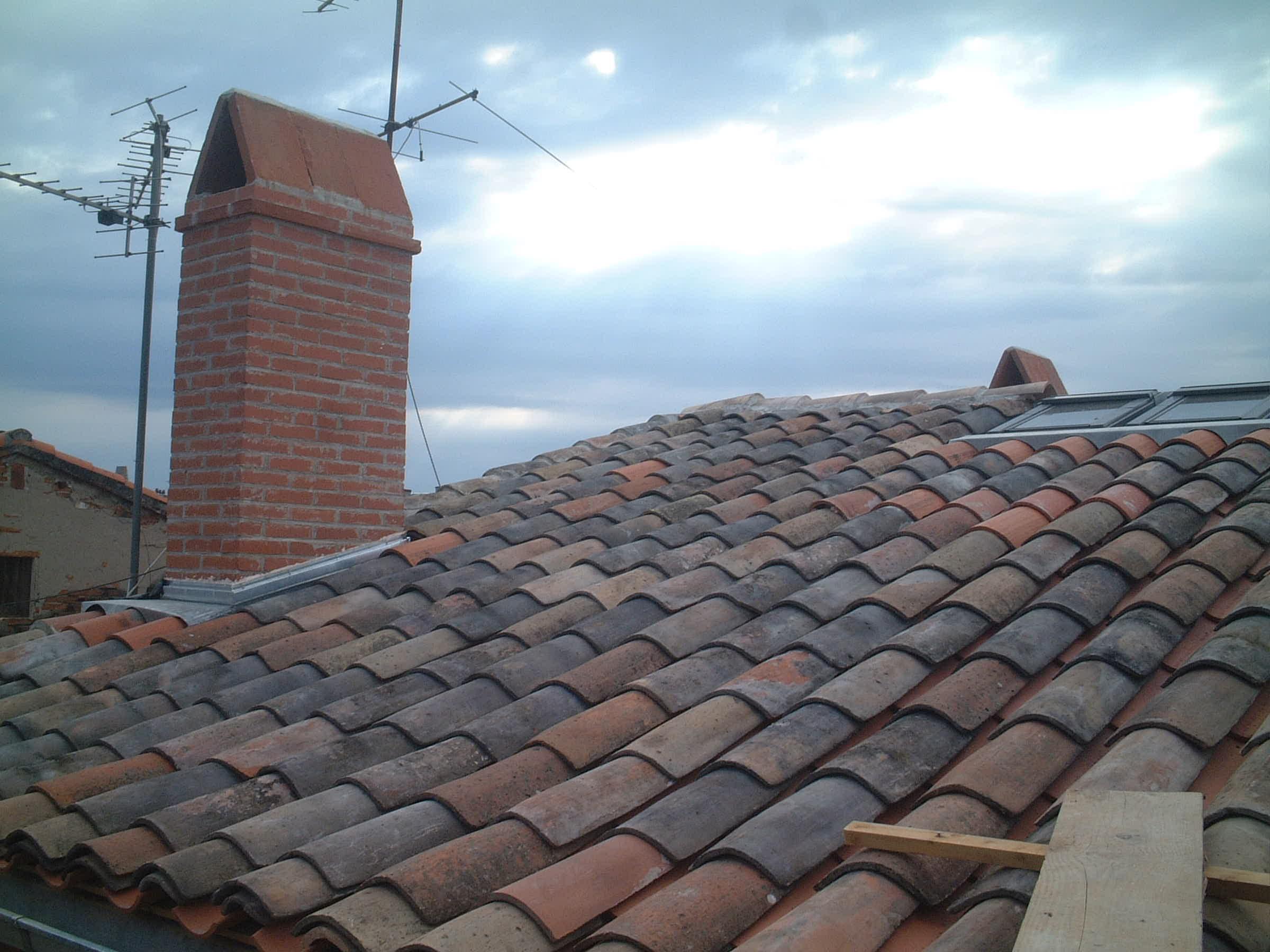 Couverture, Velux et souche de cheminée