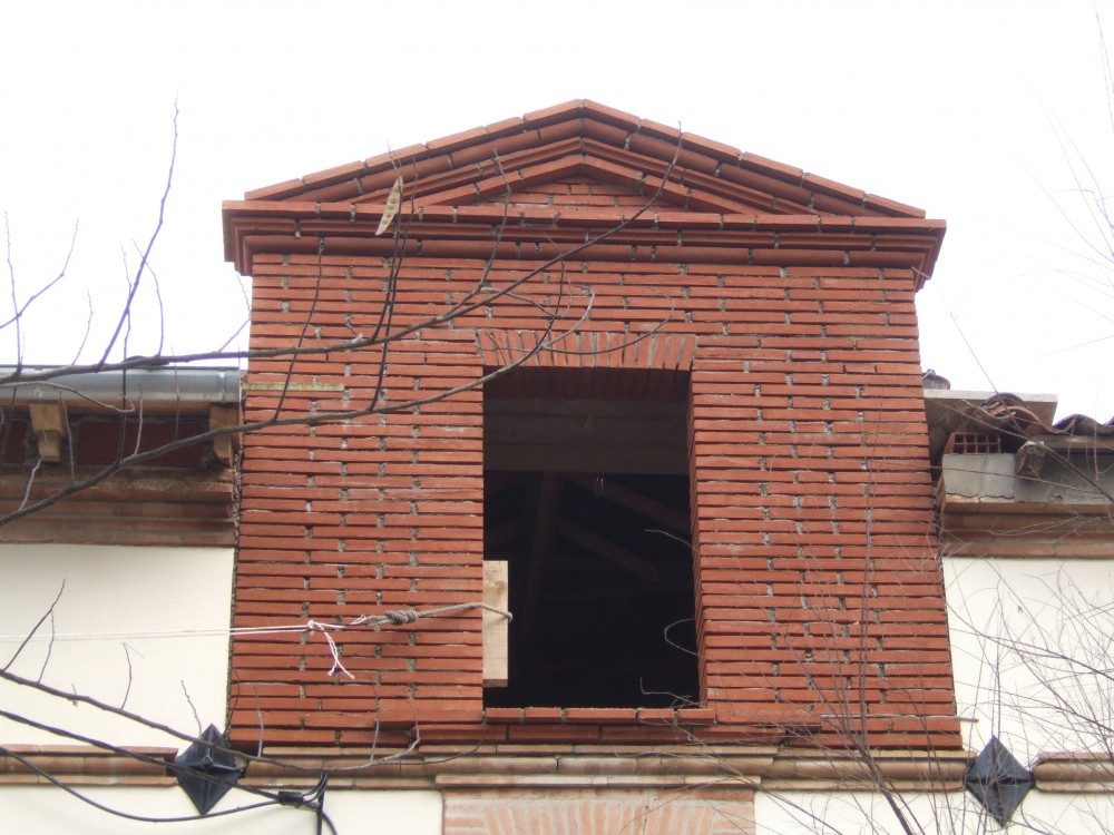 Fronton en brique avant jointoyage