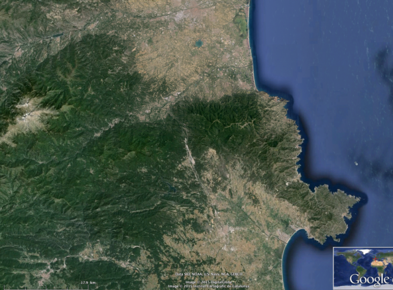 Le Roussillon et l'Ampurdan, les caps Béar et Creus, le Canigou et les Albères vus d'avion