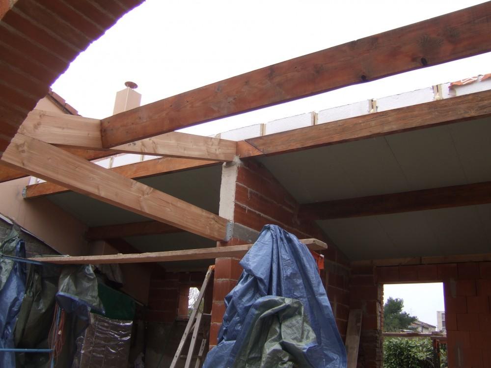 Sarking (panneaux associant plaque de plâtre, bois et isolation) vu de dessous