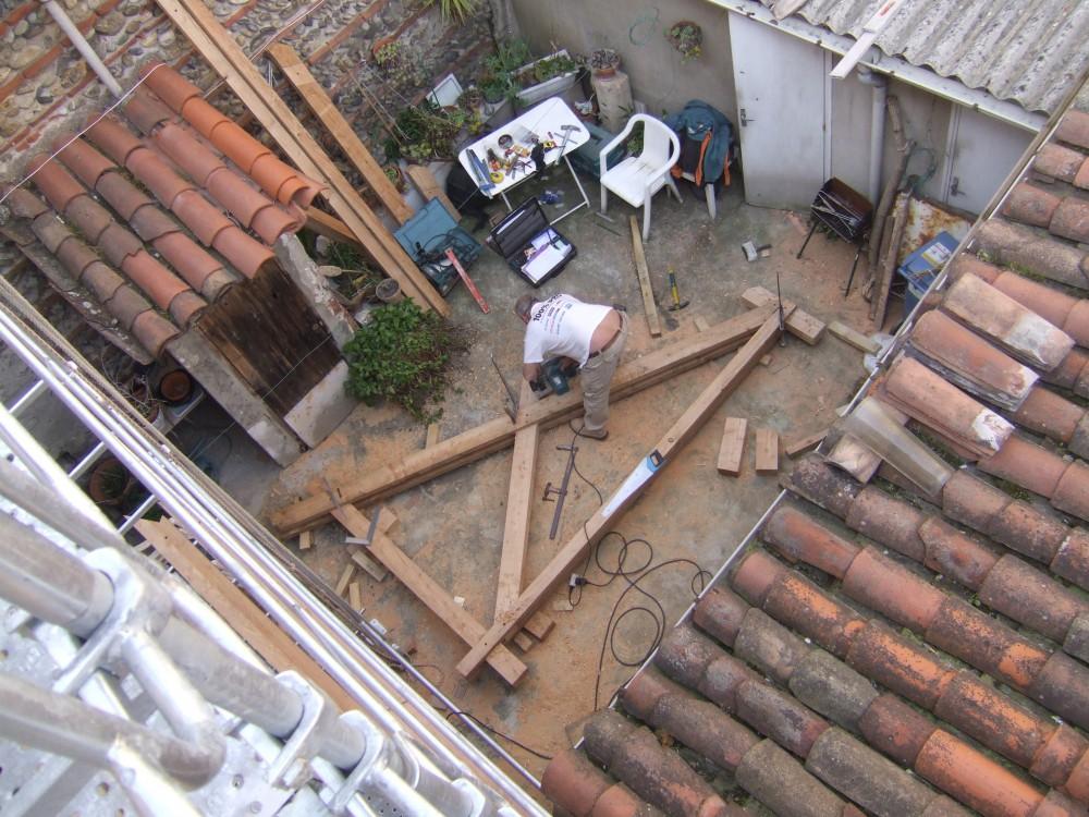 Taille de charpente pour un balcon/terrasse suspendue